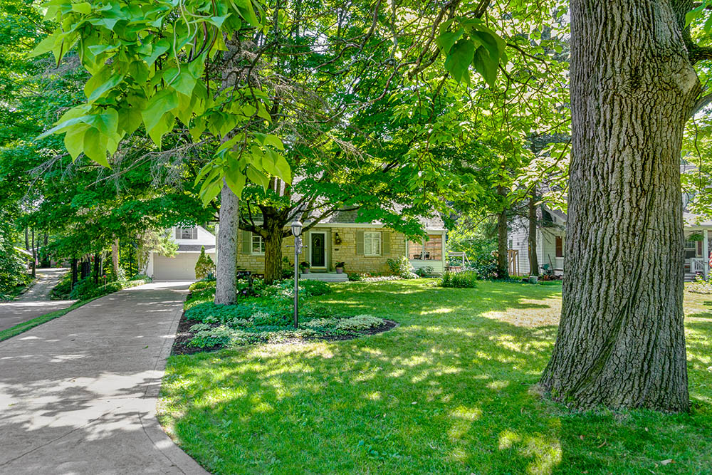 464 Canyon DR N is for sale