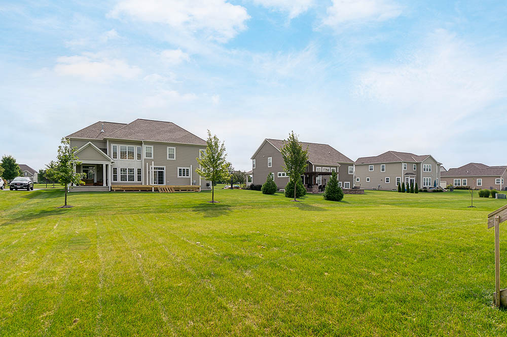 1240-Stone-Trail-Dr-Blacklick-OH-35a